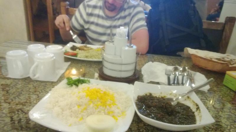 Zupa z alg i krewetek z ryżem w restauracji w Bushehr. Polecam!